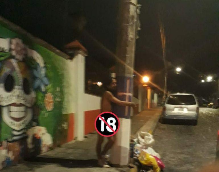 Desnudos y atados afuera de panteones, así dejaron a cuatro hombres en Puerto Vallarta
