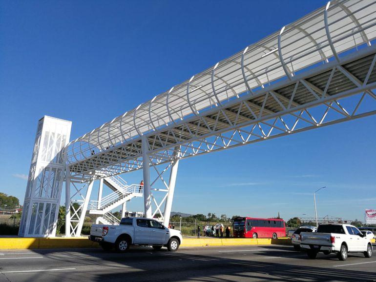 Inauguran el remozamiento del puente peatonal Bugambilias