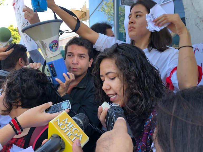 Estudiantes del CUCSH entregan pliego petitorio a Semov