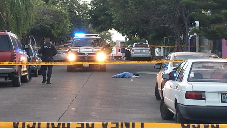 Asesinan dos personas a la salida de un colegio en Zapopan