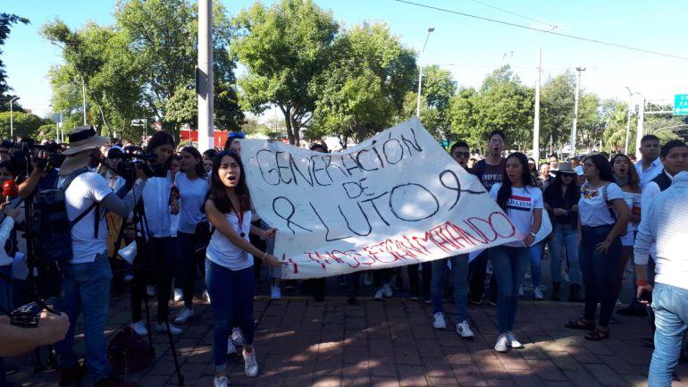 Acuerdan estudiantes y autoridades cambios en la zona del CUCSH