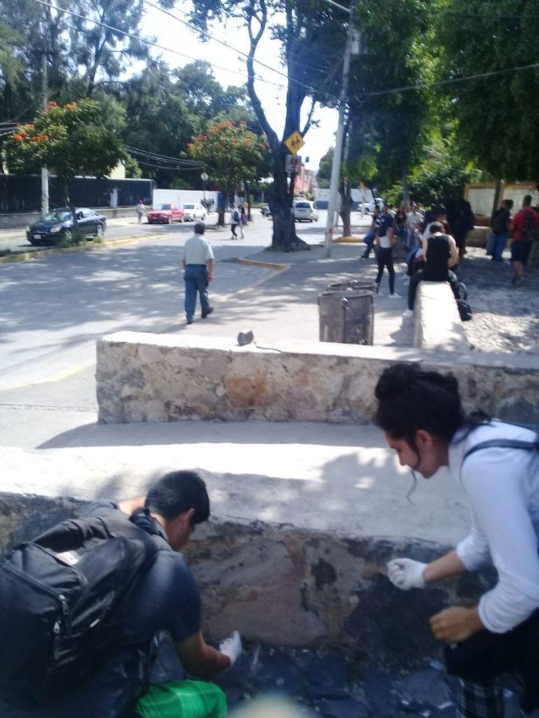 Asaltan a 10 alumnos de UdeG; FEU confirma asesinato de otro alumno de SEMS