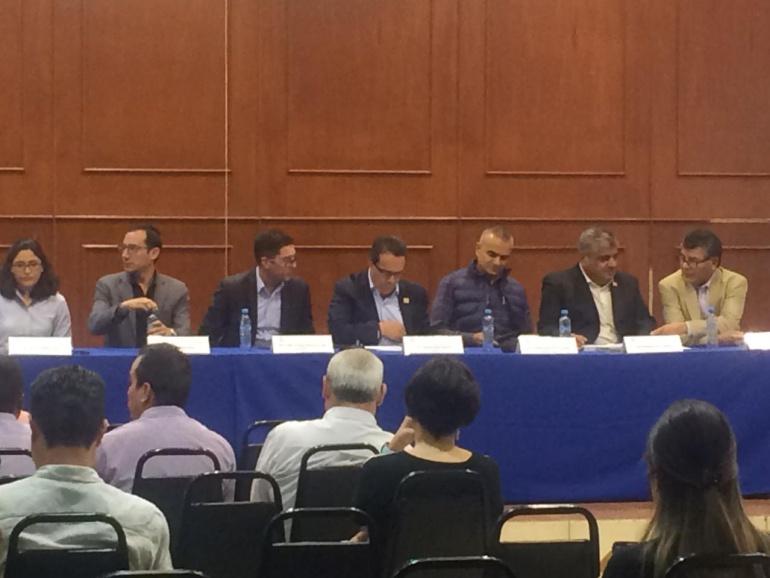 Entregan 150 cédulas profesionales a ingenieros de Jalisco
