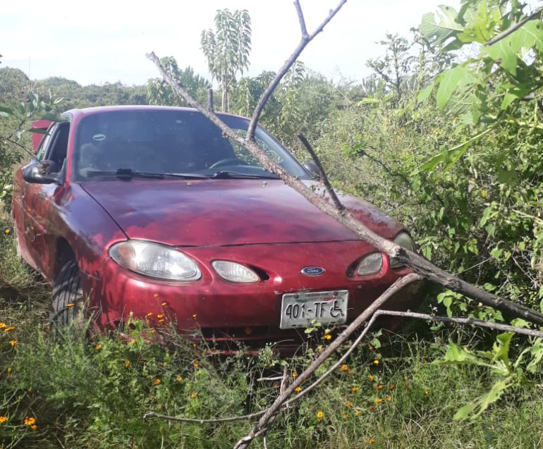 Abandonan cadáver dentro de un vehículo en Tala