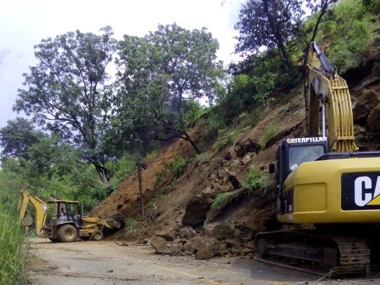Huracán Willa causa derrumbes en carreteras federales de Jalisco