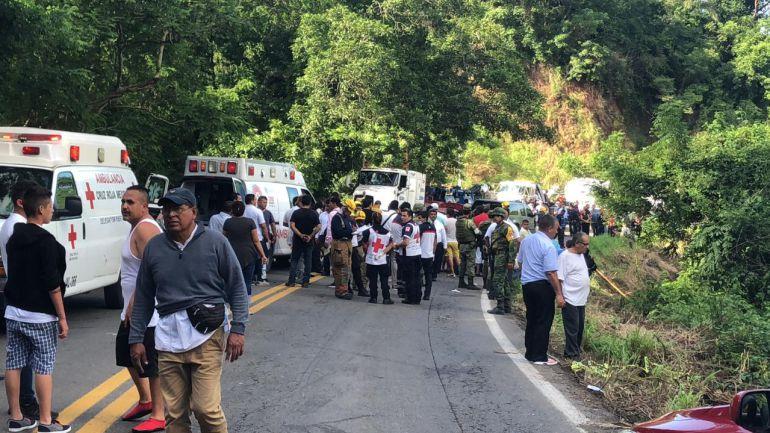 Sube el número de muertos tras volcadura de camión en Nayarit
