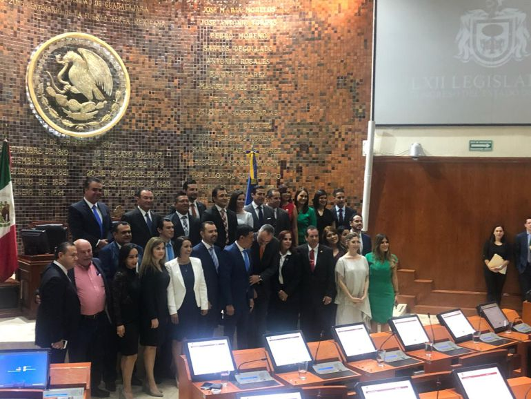 Rinden protesta 37 de 38 diputados de la 62 legislatura