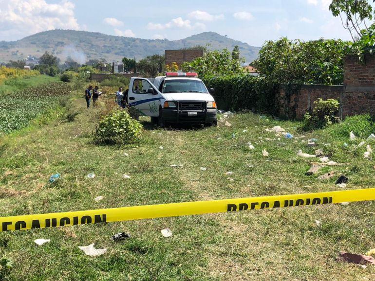 Abandonan dos cuerpos en un arroyo en Tonalá