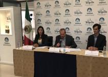 Presentan botella conmemorativa por el 59 aniversario de la industria tequilera