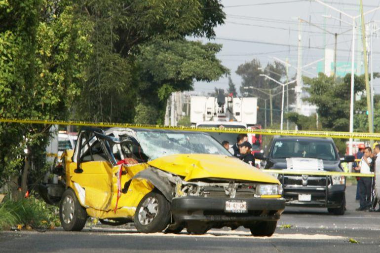 Choque entre patrulla de Guadalajara y taxi deja un muerto