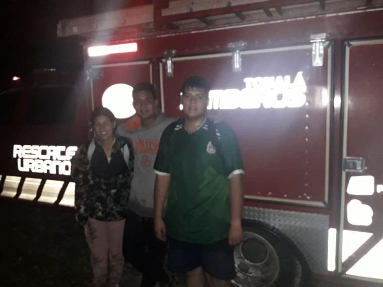 Rescatan a tres jóvenes perdidos en la barranca de Colimilla