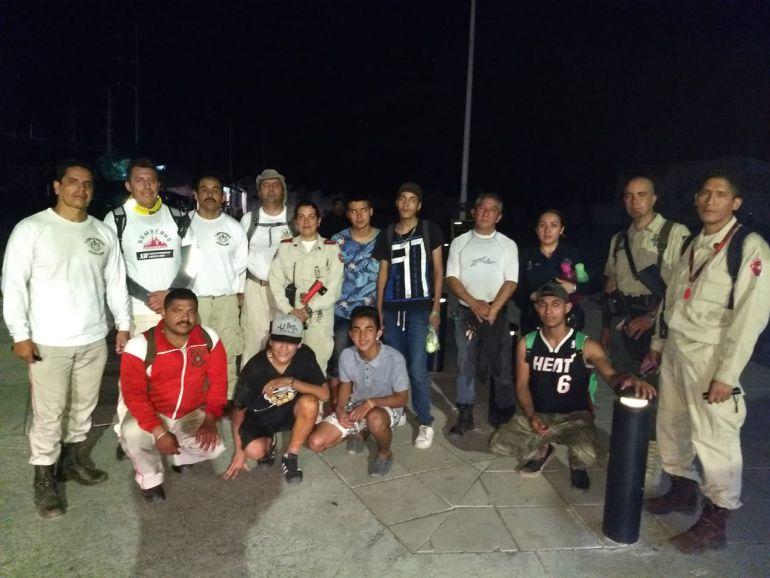 Rescatan a tres jóvenes perdidos en la Barranca de Huentitán