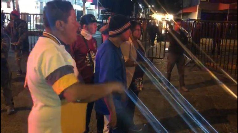 Detienen a 4 migrantes por escandalizar en la vía pública