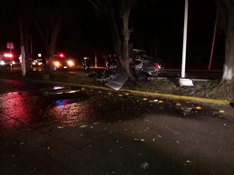 Fuerte accidente en López Mateos deja dos muertos