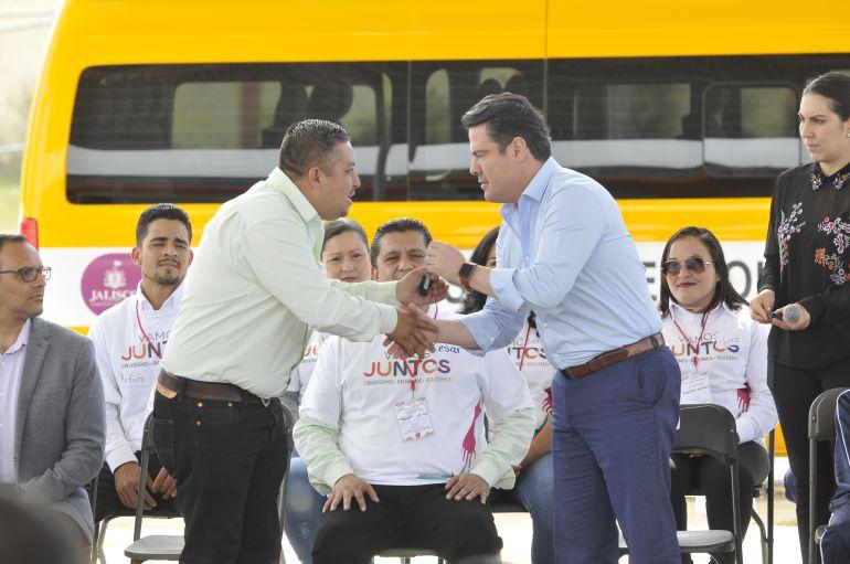 Entregan apoyos de presupuesto participativo en Zapotlán