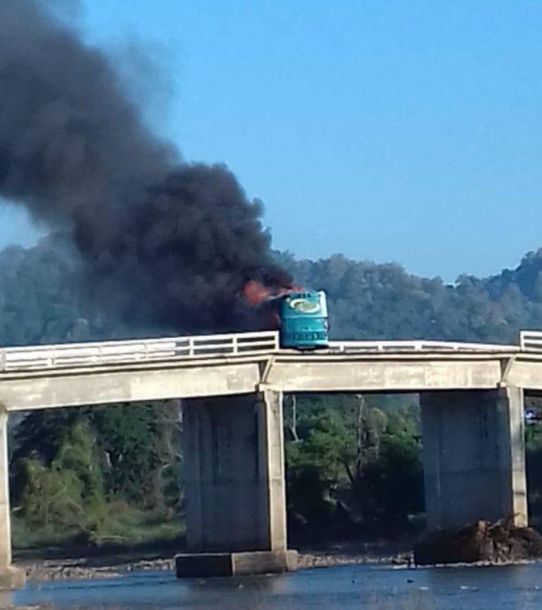 Atacan a convoy de la Armada de México en Tomatlán