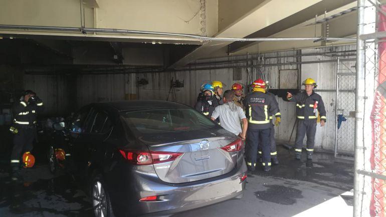 Se registra incendio en una tienda en Puerta de Hierro