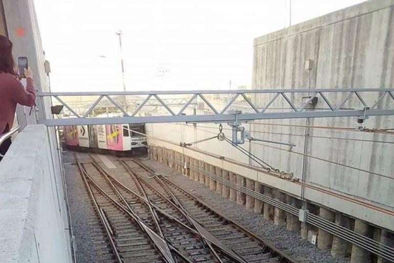 Se descarrila vagón de la L1 tren ligero