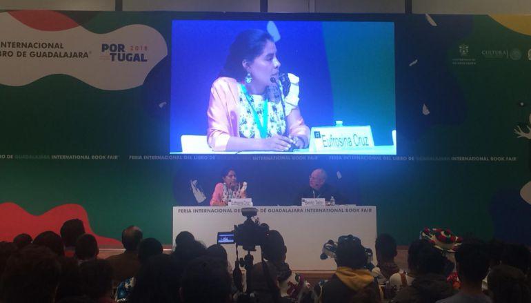 Eufrosina compartió sus inicios en el activismo a mil jóvenes con FIL