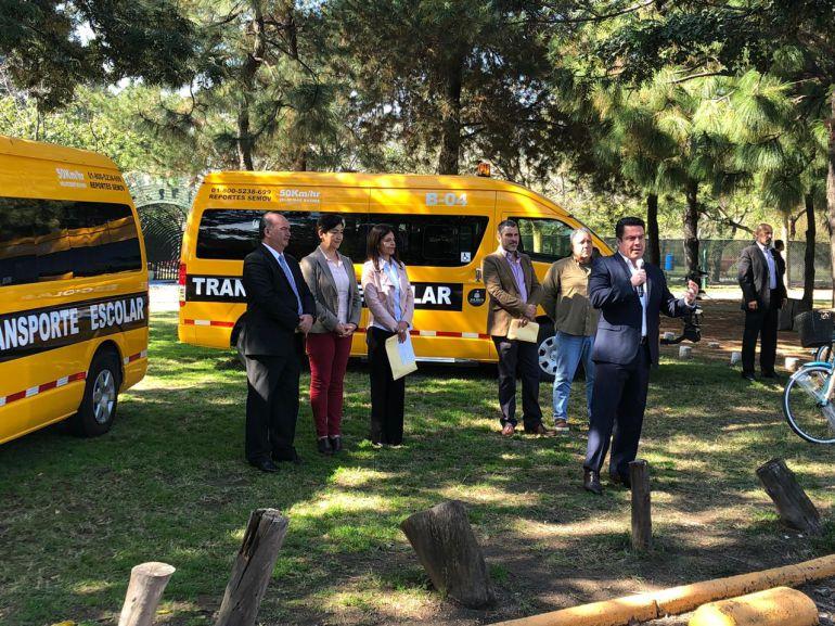 Entregan camiones escolares a planteles de la ZMG