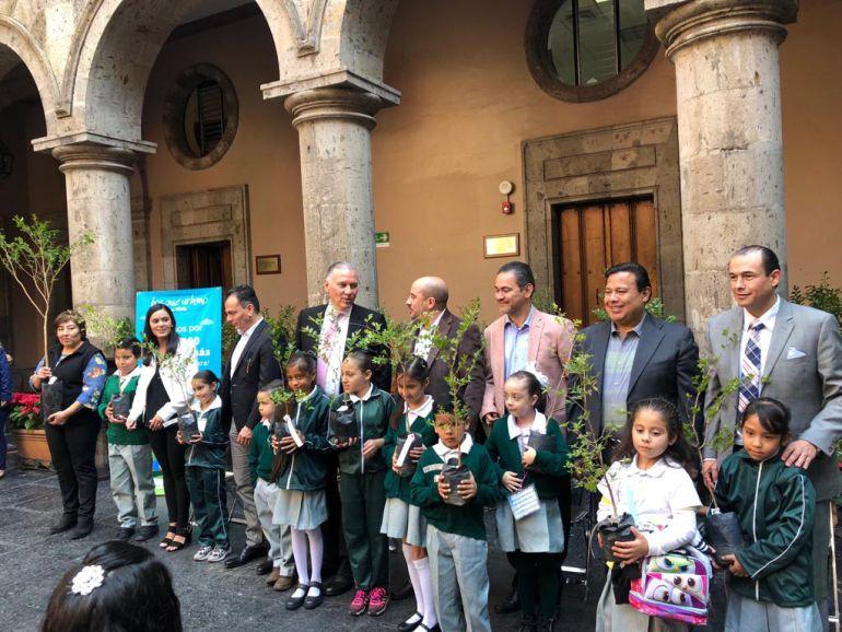 Dona Extra AC 100 mil árboles al ayuntamiento de Guadalajara
