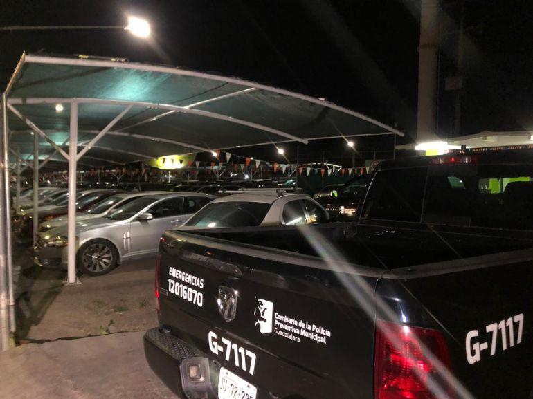 Investigan el robo a un lote de autos