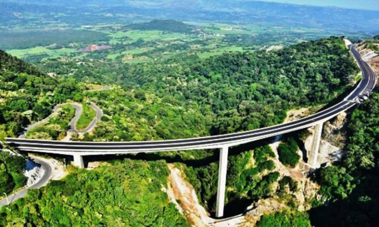 Nueva autopista a Puerto Vallarta afecta a Ameca