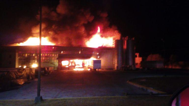 Incendio en nave industrial deja pérdidas millonarias