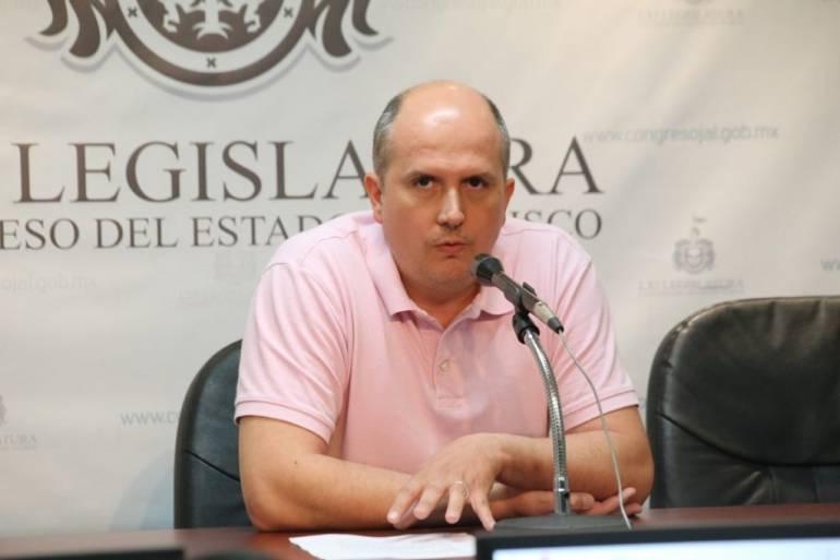 Comisión legislativa de Hacienda revisará el salario de Augusto Valencia