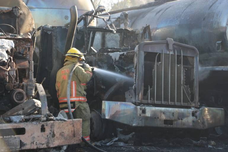Incendio afecta 290 vehículos en corralón