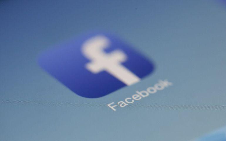 Apple quita licencia a FB y Google