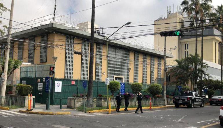 Evacuan a trabajadores del Consulado Americano