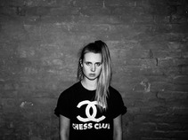 MØ estrena vídeo. 'Walk This Way'