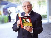 Presenta 'Catón' su nuevo libro, 'Plaza de almas'