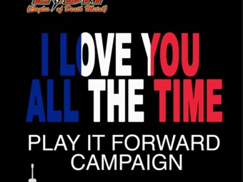 "Eagles of Death Metal y la campaña ""Play It Forward"""
