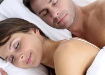 ¿Sabías que las mujeres duermen más horas que los hombres?