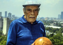 Así Sopitas': 100 años de Nacho Trelles, 'la historia viva del futbol nacional'