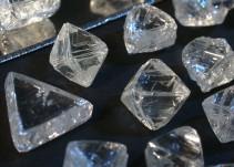 Piedras preciosas generadoras de caos y muerte