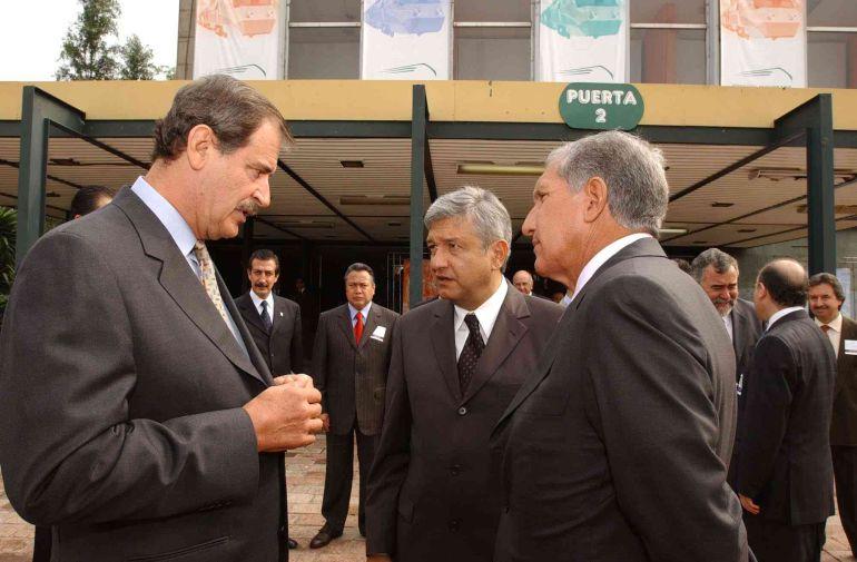"""""""Voy a dejar esto aquí"""": AMLO y Vicente Fox contra la Ley 3de3"""
