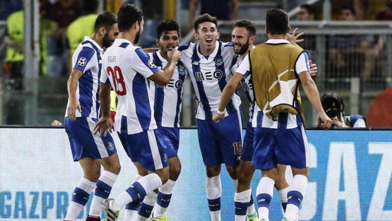 """Con goles de Layún y """"Tecatito"""", el Porto clasifica a la Champions League"""
