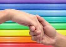 """Bbmundo: """"¿Mi hijo es gay? Guía para padres"""""""