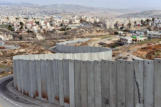"""""""Así Sopitas"""": No solo en México se construyen muros…"""