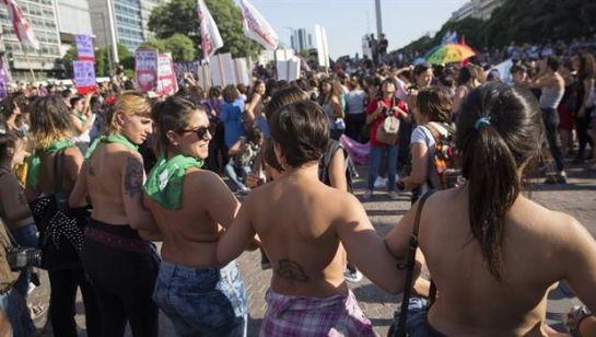"""#AsíSopitas: """"El tetazo"""", una nueva forma de protesta"""