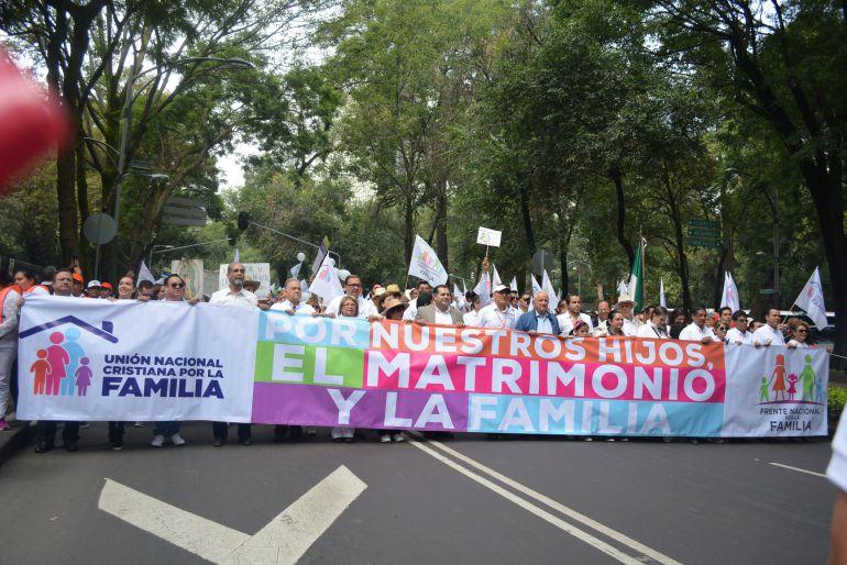 La millonaria asociación provida que mueve los hilos de la ultraderecha en México