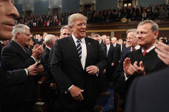Se presenta Trump ante congresistas con un tono más moderado