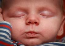El que tu bebé duerma bien despierta su cerebro