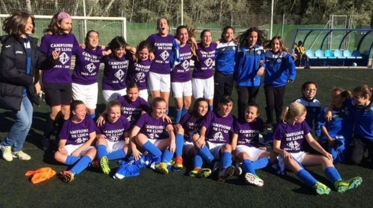 #AsíSopitas: Un equipo infantil de chicas gana la liga catalana… ¿masculina?