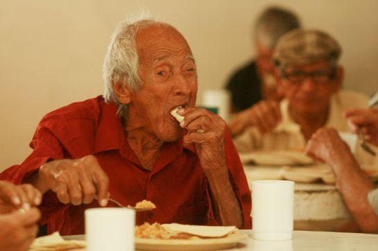 Castigarán con cárcel a personas que abandonen a adultos mayores