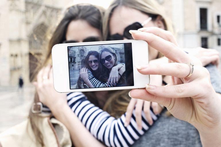 ¿Por qué nos gusta tanto tomarnos fotos?