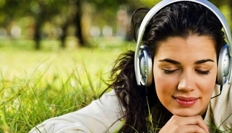 ¿Cuál es el impacto emocional de las letras de canciones?